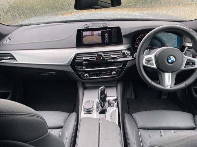 2020 BMW 520i M Sport Saloon (Black) - Image: 4