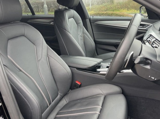 2020 BMW 520i M Sport Saloon (Black) - Image: 11