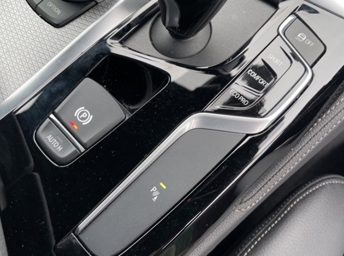 2020 BMW 520i M Sport Saloon (Black) - Image: 19