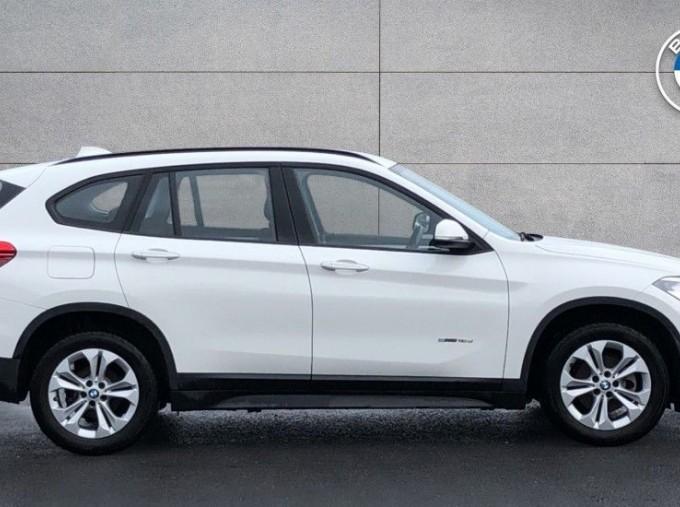 2017 BMW SDrive18d SE (White) - Image: 3