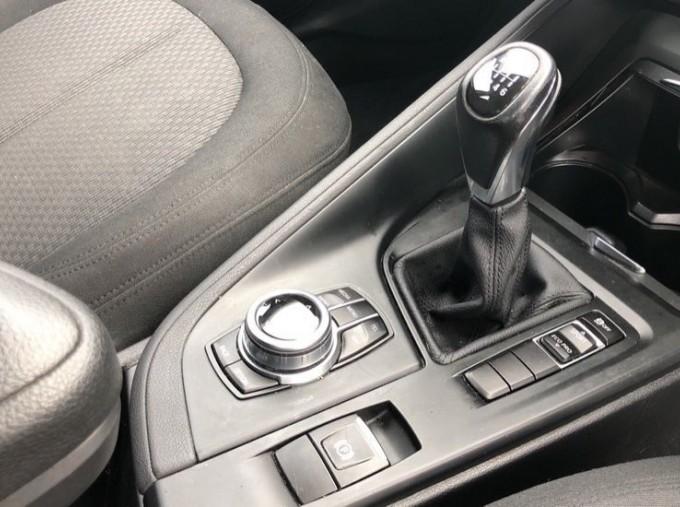 2017 BMW SDrive18d SE (White) - Image: 10