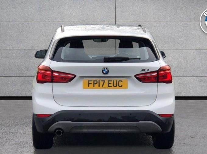 2017 BMW SDrive18d SE (White) - Image: 15