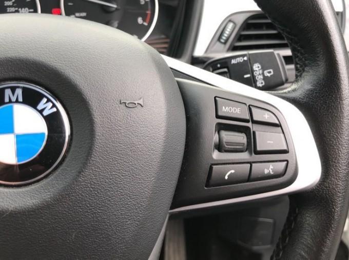 2017 BMW SDrive18d SE (White) - Image: 18