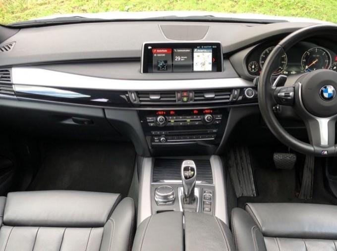 2018 BMW XDrive40d M Sport (White) - Image: 4