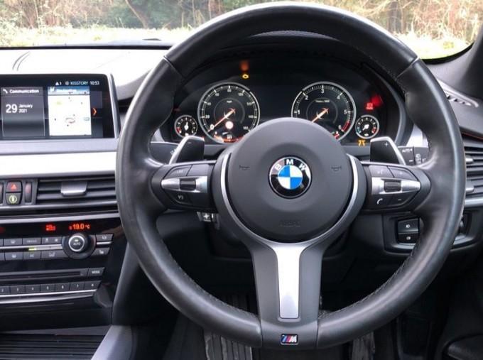 2018 BMW XDrive40d M Sport (White) - Image: 5