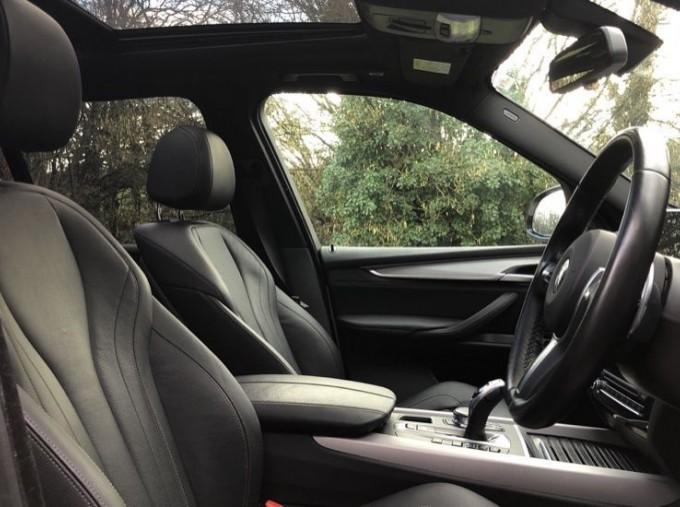 2018 BMW XDrive40d M Sport (White) - Image: 11