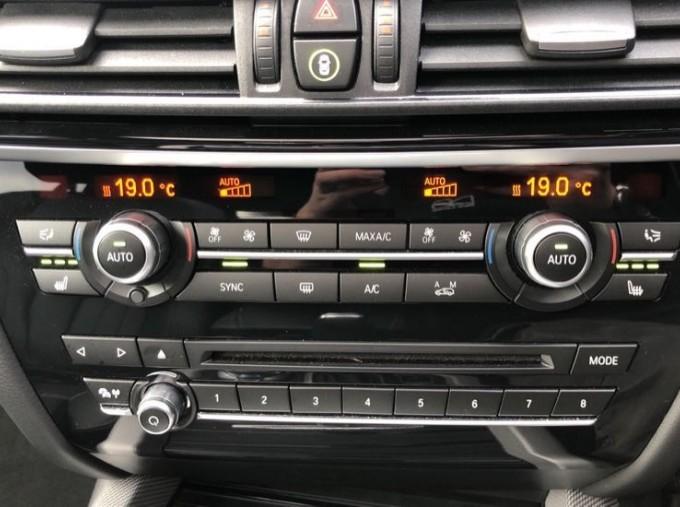 2018 BMW XDrive40d M Sport (White) - Image: 23