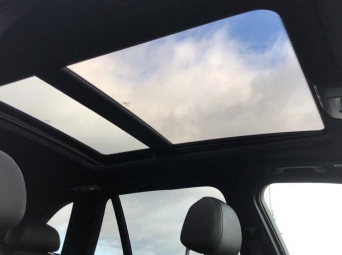 2018 BMW XDrive40d M Sport (White) - Image: 25