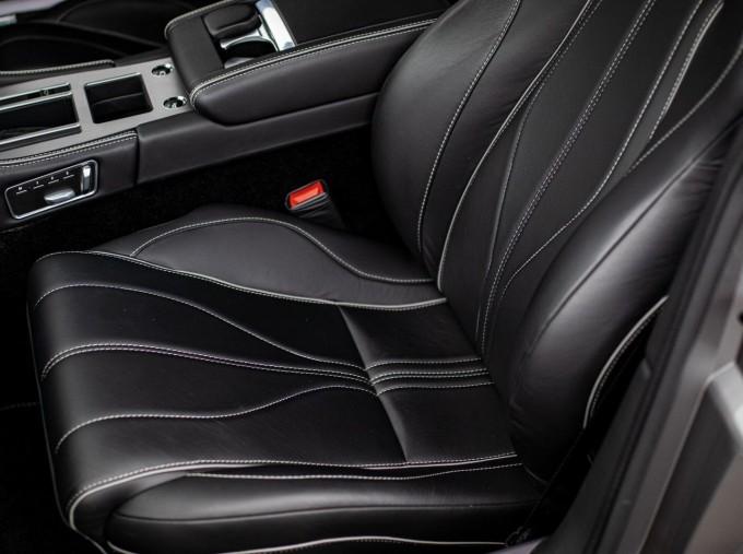 2012 Aston Martin V12 Touchtronic 2-door (Silver) - Image: 11