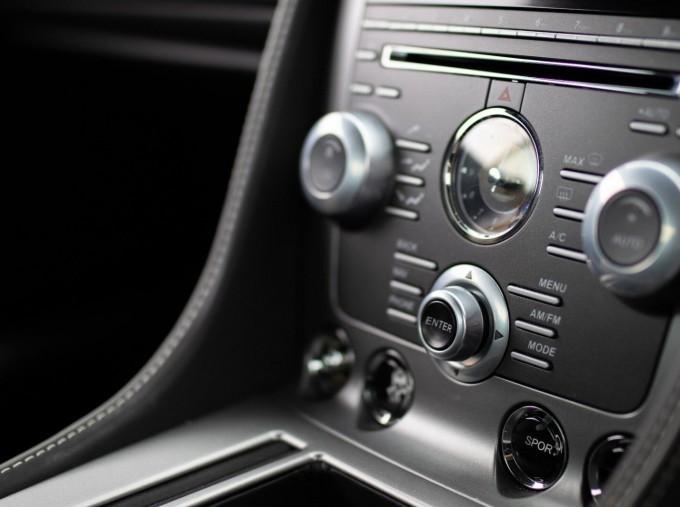 2012 Aston Martin V12 Touchtronic 2-door (Silver) - Image: 13