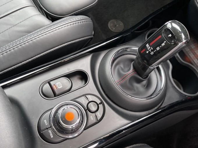 2019 MINI Cooper S Exclusive (Red) - Image: 10