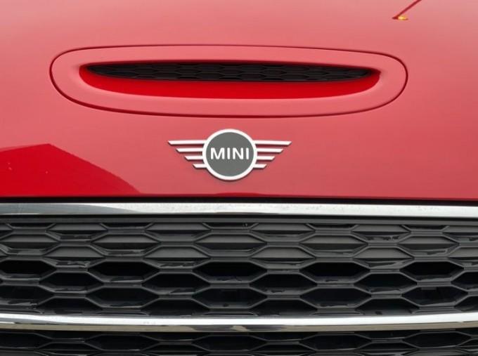 2019 MINI Cooper S Exclusive (Red) - Image: 28