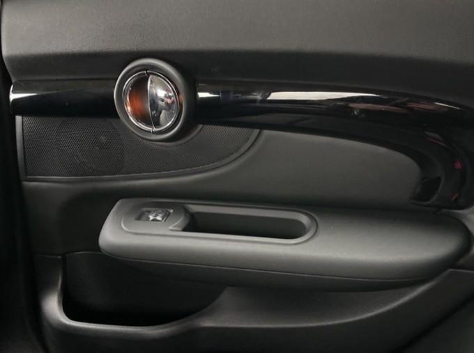 2019 MINI Cooper S Exclusive (Red) - Image: 37