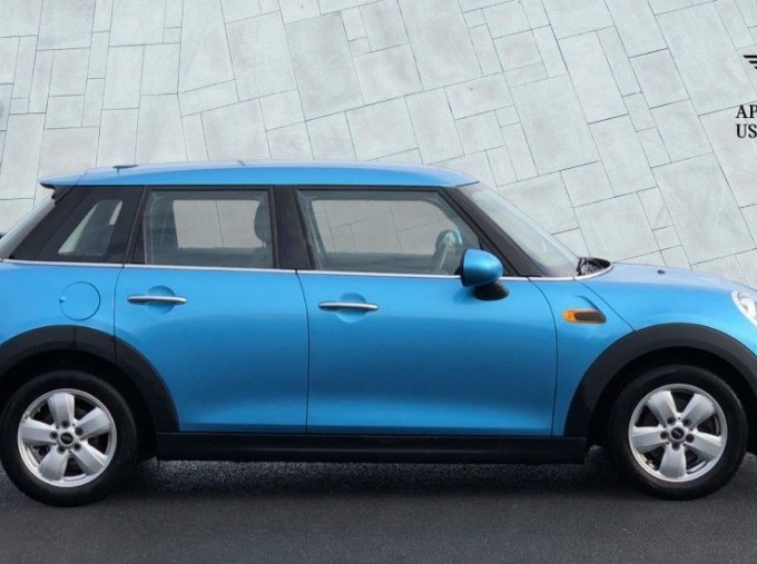 2017 MINI 5-door One (Blue) - Image: 3