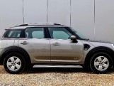2018 MINI Cooper ALL4 Countryman (Silver) - Image: 3