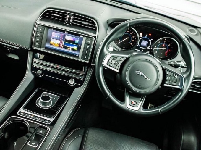 2016 Jaguar V6 S Auto 5-door (Blue) - Image: 10