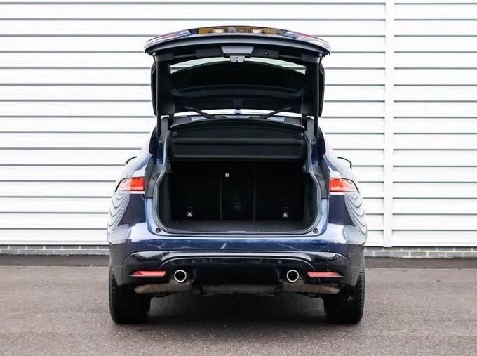 2016 Jaguar V6 S Auto 5-door (Blue) - Image: 15