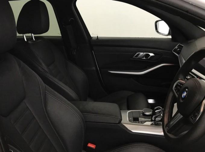 2020 BMW 320d M Sport Touring (White) - Image: 11