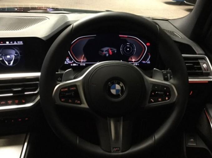 2020 BMW 320d M Sport Touring (Black) - Image: 5