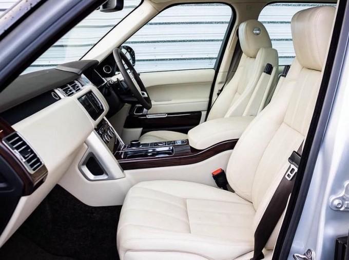 2015 Land Rover TD V6 Vogue Auto 4WD 5-door (Grey) - Image: 3
