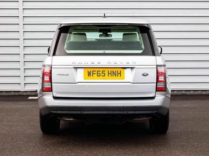 2015 Land Rover TD V6 Vogue Auto 4WD 5-door (Grey) - Image: 6