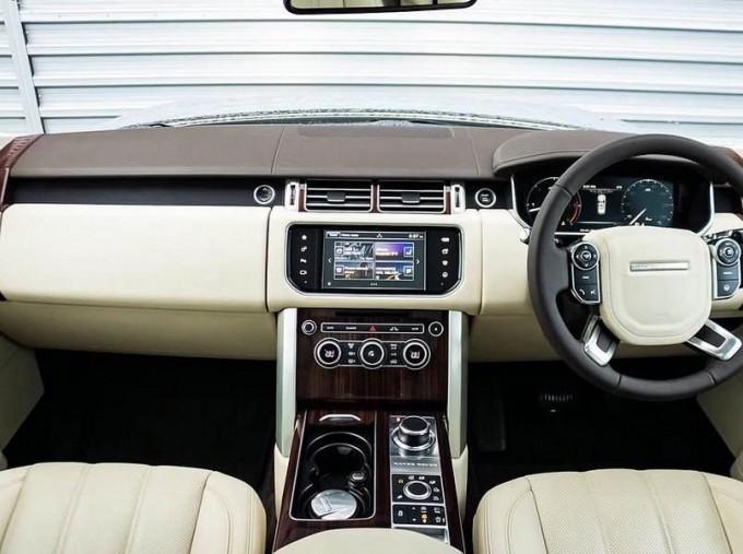 2015 Land Rover TD V6 Vogue Auto 4WD 5-door (Grey) - Image: 9