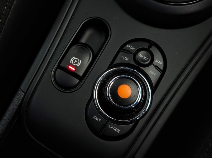 2018 MINI Cooper S Sport (Black) - Image: 15