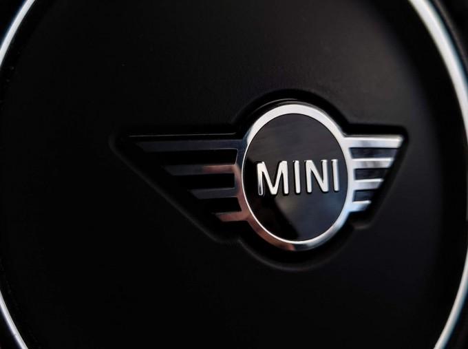 2018 MINI Cooper S Sport (Black) - Image: 22