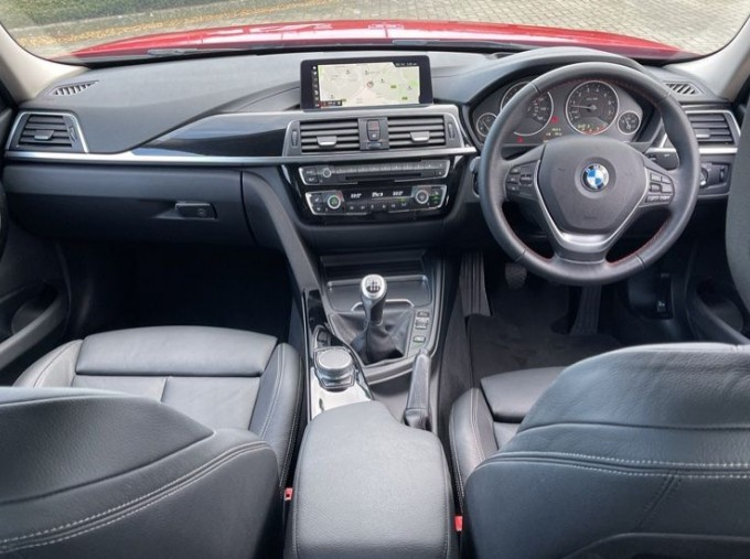 2017 BMW 320i Sport Saloon (Red) - Image: 4