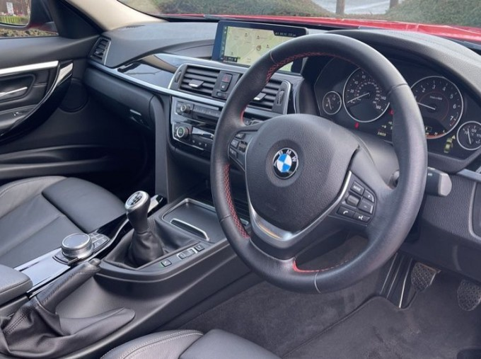 2017 BMW 320i Sport Saloon (Red) - Image: 6