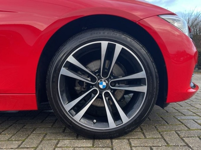 2017 BMW 320i Sport Saloon (Red) - Image: 14