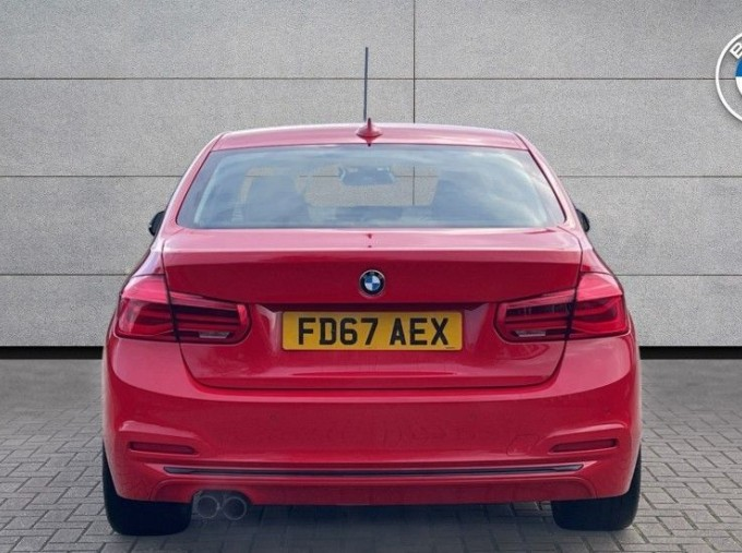 2017 BMW 320i Sport Saloon (Red) - Image: 15