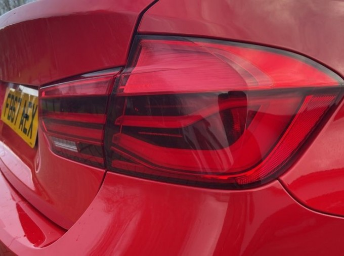 2017 BMW 320i Sport Saloon (Red) - Image: 21