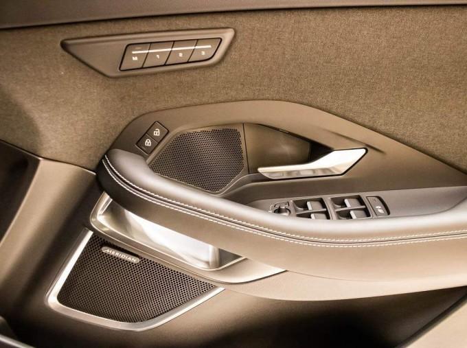 2021 Jaguar P200 MHEV R-Dynamic HSE Auto 5-door (Black) - Image: 10