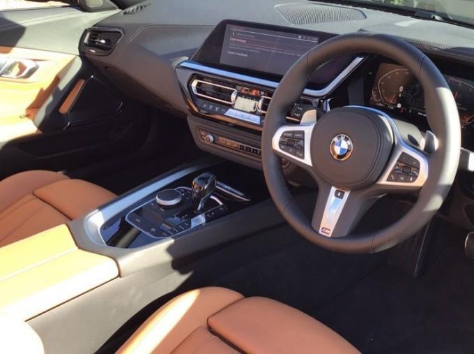 2020 BMW SDrive20i M Sport (Black) - Image: 6