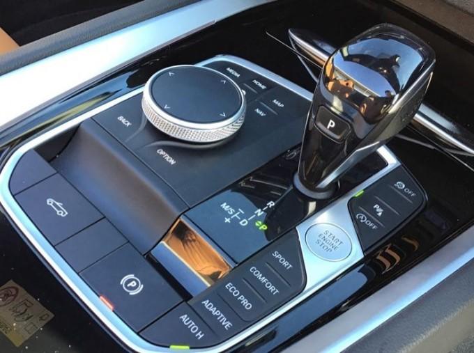 2020 BMW SDrive20i M Sport (Black) - Image: 19
