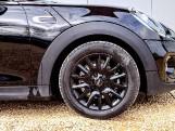 2021 MINI 5-door Cooper Classic (Black) - Image: 4