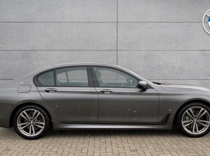 2018 BMW 740e M Sport Saloon (Grey) - Image: 3