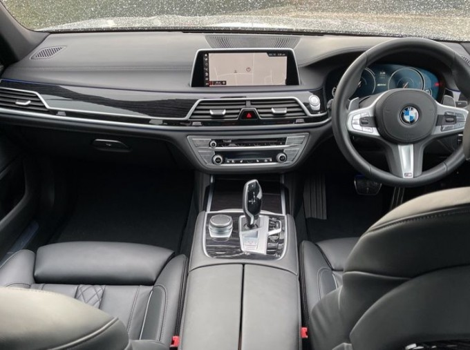 2018 BMW 740e M Sport Saloon (Grey) - Image: 4