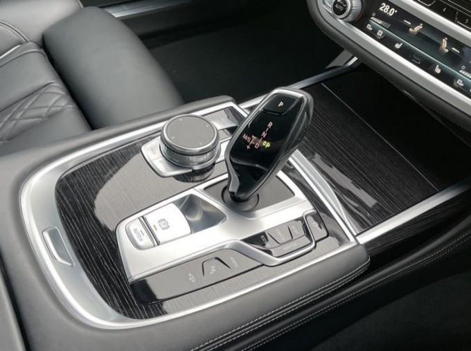 2018 BMW 740e M Sport Saloon (Grey) - Image: 10