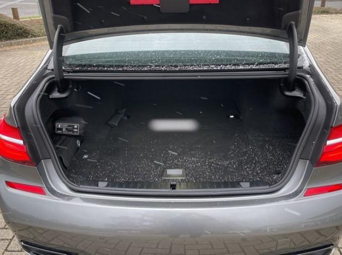 2018 BMW 740e M Sport Saloon (Grey) - Image: 13