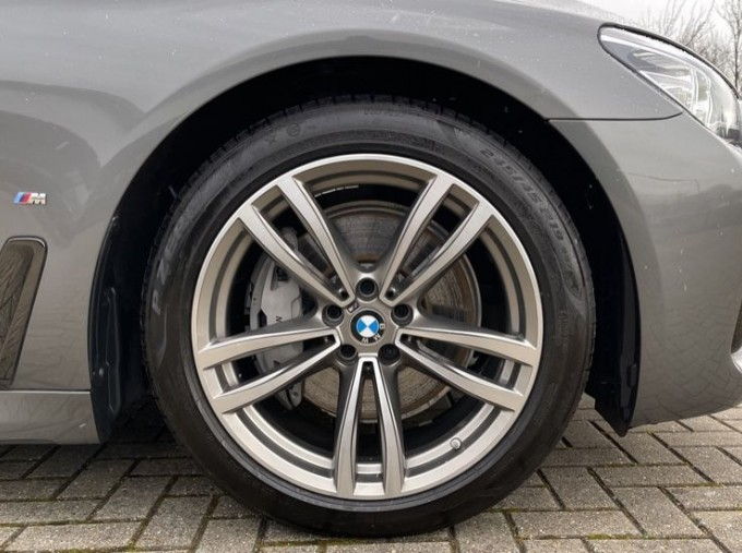 2018 BMW 740e M Sport Saloon (Grey) - Image: 14