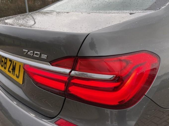 2018 BMW 740e M Sport Saloon (Grey) - Image: 21