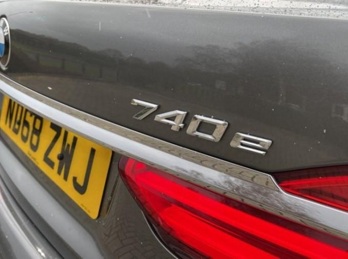 2018 BMW 740e M Sport Saloon (Grey) - Image: 23