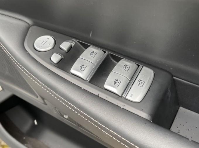 2018 BMW 740e M Sport Saloon (Grey) - Image: 38