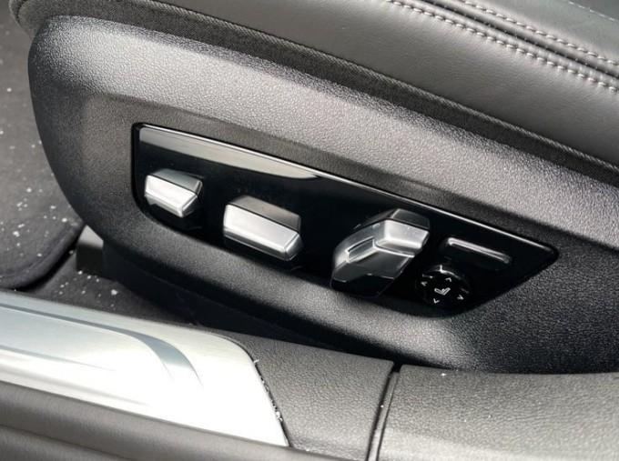2018 BMW 740e M Sport Saloon (Grey) - Image: 40