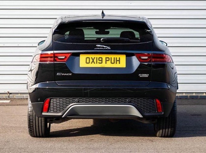 2019 Jaguar D180 HSE Auto 5-door (Black) - Image: 6