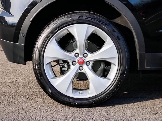 2019 Jaguar D180 HSE Auto 5-door (Black) - Image: 8