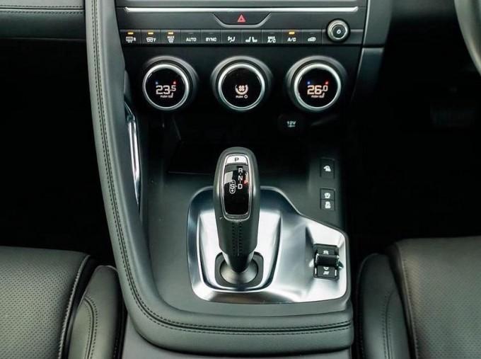 2019 Jaguar D180 HSE Auto 5-door (Black) - Image: 12