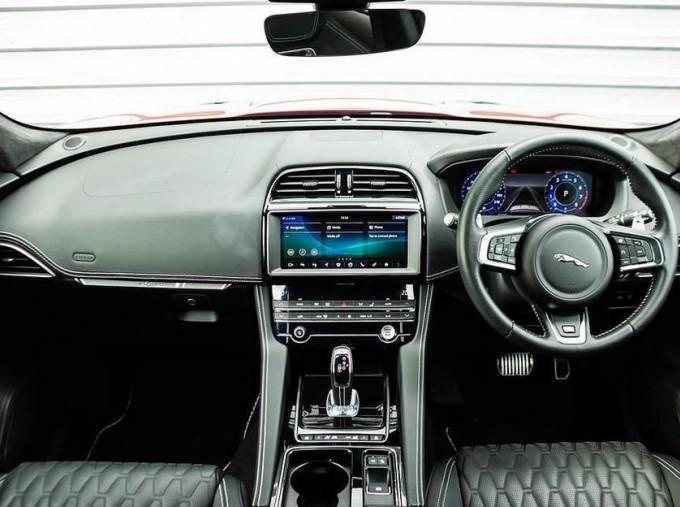 2019 Jaguar V8 SVR Quickshift 5-door (Red) - Image: 9